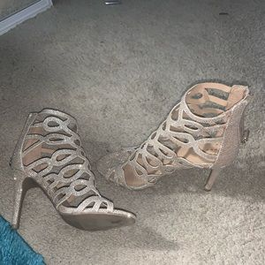 """size 6 : """"A New Day"""" 2 inch gold sparkles heels"""